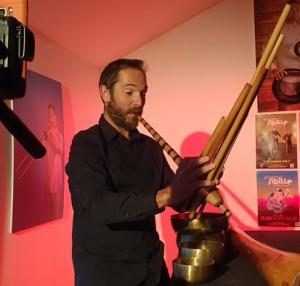 Le-manège-des-instruments-insolites-du-monde_2